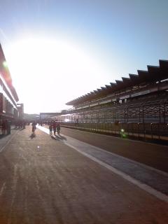 レース後のピットレーン