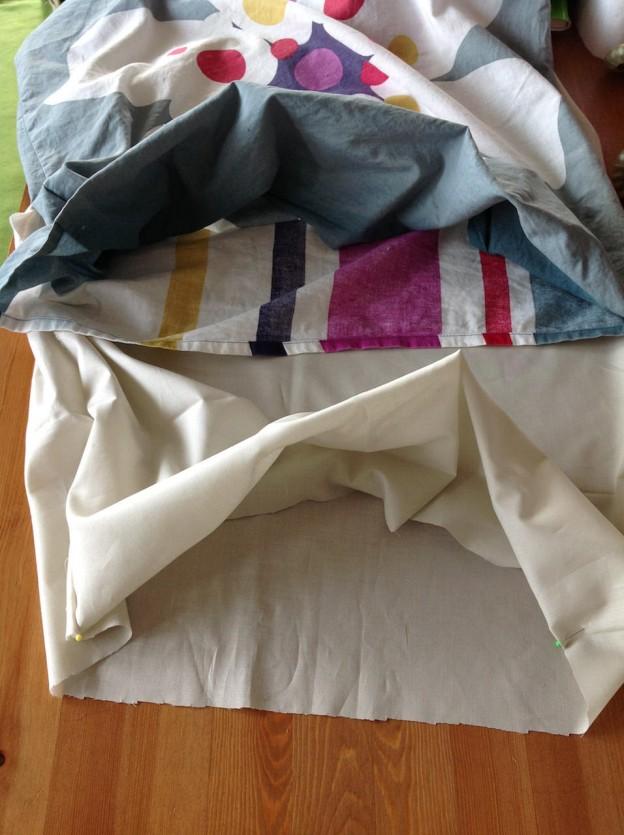 ファスナー無しのクッションカバーを真似して、枕カバーを作る