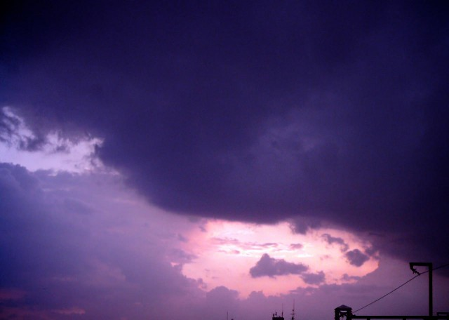 Polaroid-izone550_sky_20130625.jpg