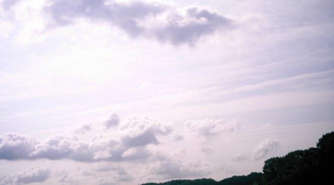夏の名残惜しみ雲(Polaroid a520)