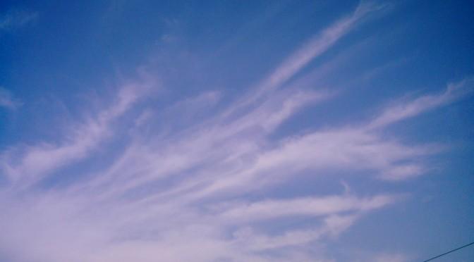勢いづいてる雲(Polaroid a520)