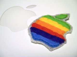 虹色アップルマークのiPod touchケース2