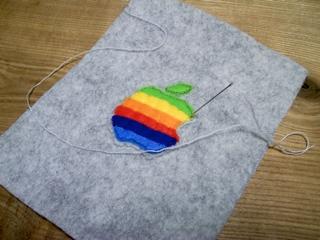 虹色アップルマークのiPod touchケース3