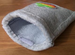 虹色アップルマークのiPod touchケース9